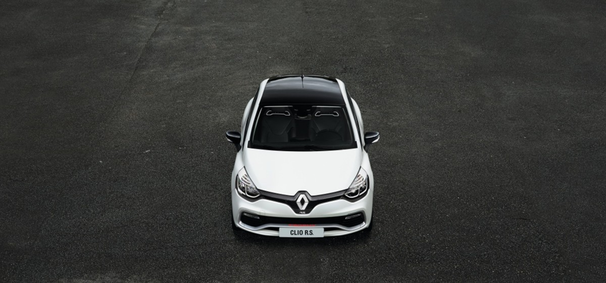 2016 Renault Clio RS 220: Pastry Puff Poseur, or not?